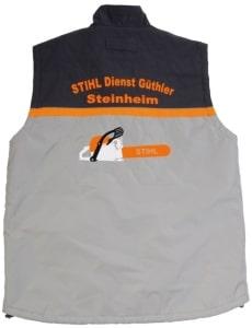 Arbeitskleidung mit Druck Flock mehrfarbig mit Kundenlogo Stihl